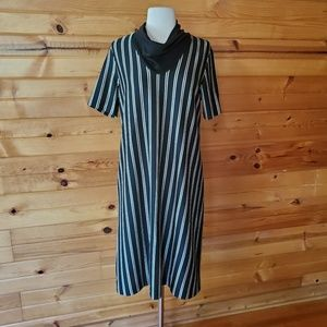 1970s Cofa's Closet Black & Off White Poly Dress